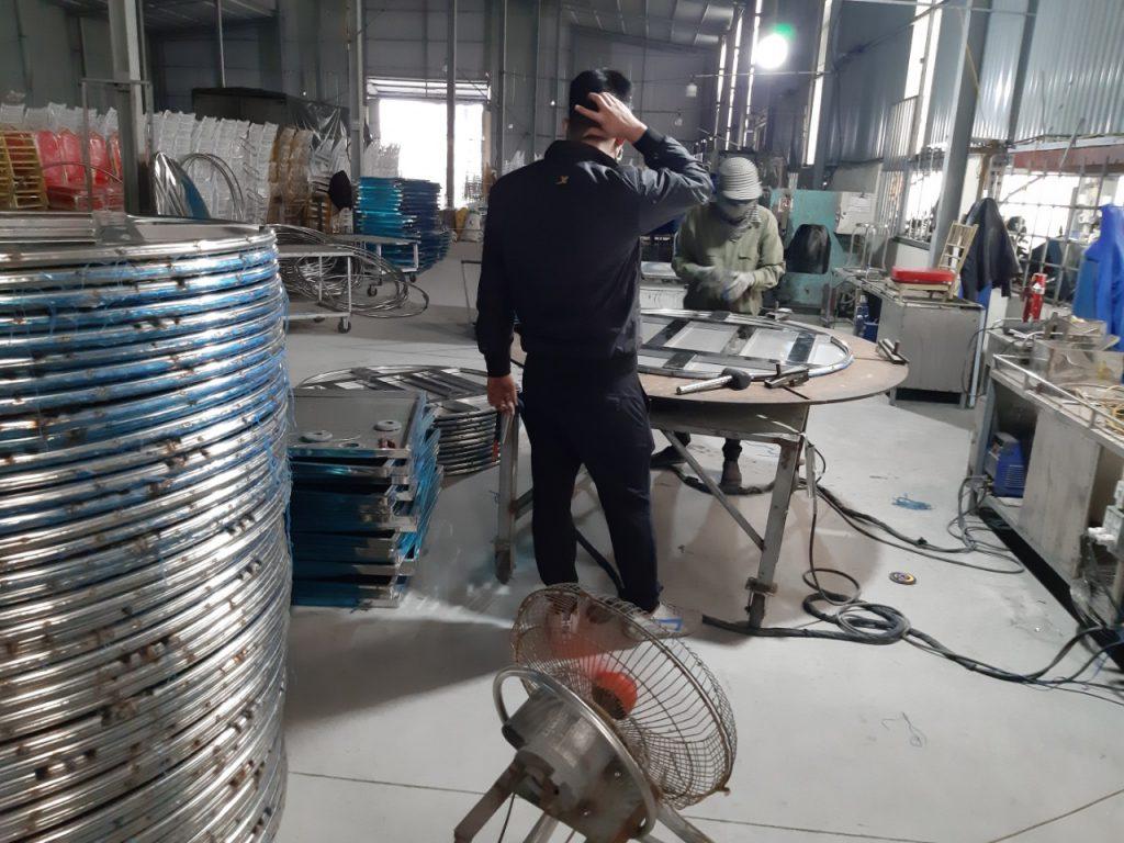 Nhà máy sản xuất bàn tròn inox 1m5