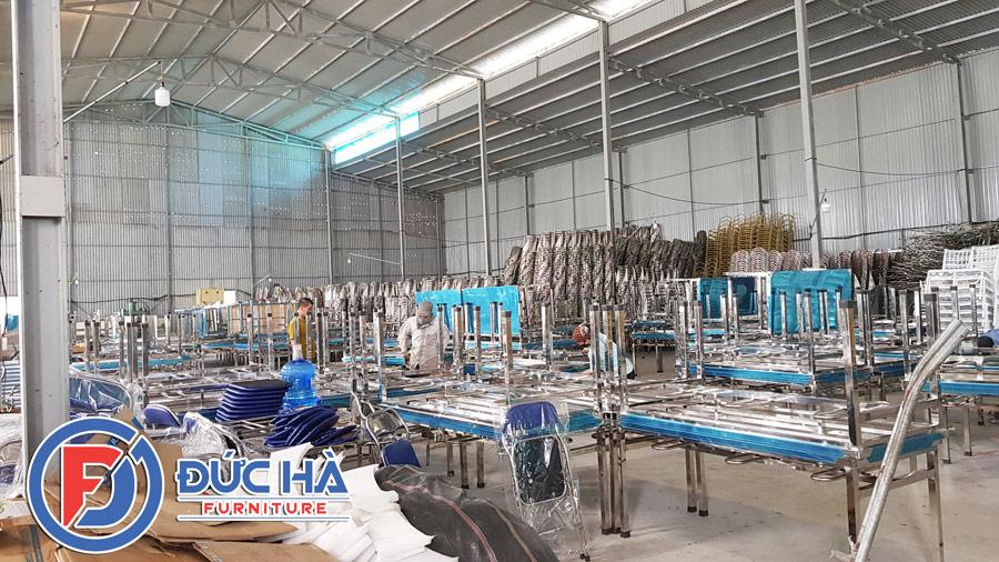 Nhà sản xuất bàn ăn inox hình chữ nhật 1m6