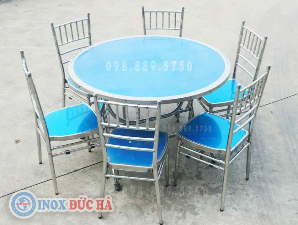 Ghế tiffany inox với bàn tròn